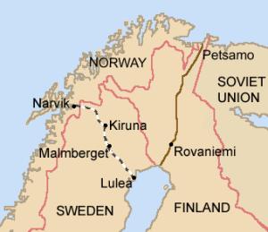 Den svenske jerneksport til Tyskland transporteres fra mineområderne omkring Kiruna til havnene i Narvik og Luleå, hvorfra det sejles til Tyskland. Fra Wikimedia Commons.