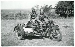 Danske soldater på motorcykel med en Madsen-maskinkanon.  Foto: Frihedsmuseets billedarkiv.