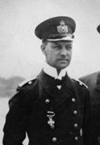 Den tyske flådechef, storadmiral Eric Raeder, kan i dag notere sig, at Hitler endnu ikke har givet ordre til Weserübungs udførelse. Imens foreslår overkommandoen, at man iværksætter en offensiv i Vesteuropa. Fra Wikimedia Commons.